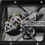 Corum T-Bridge Black Tourbillon : détail du mouvement.